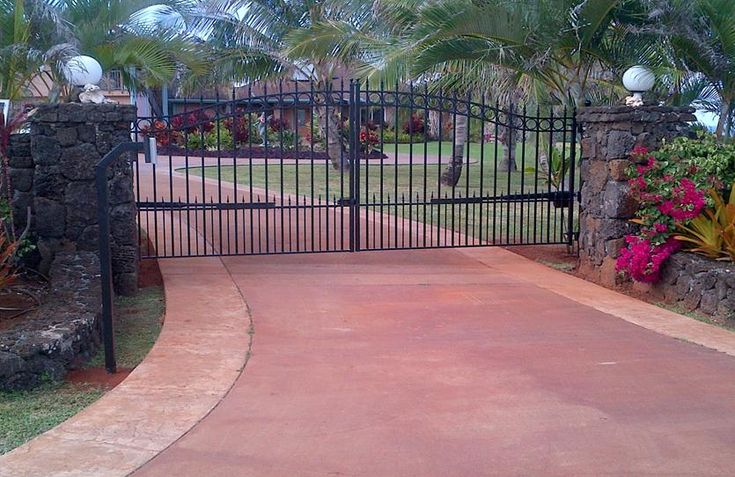 Amazing gate on the island of kuai we ship anywhere for Ready made driveway gates