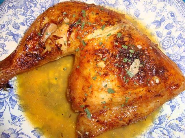 Pollo al horno con naranjas y cerveza.