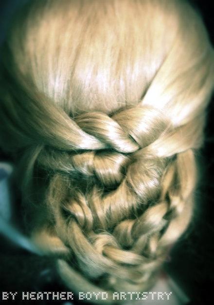 I am sooooo in love with knot braids. super unique.