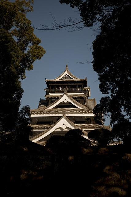 Kumamoto castle : I've been there, the stone wall under the castle is so beautiful
