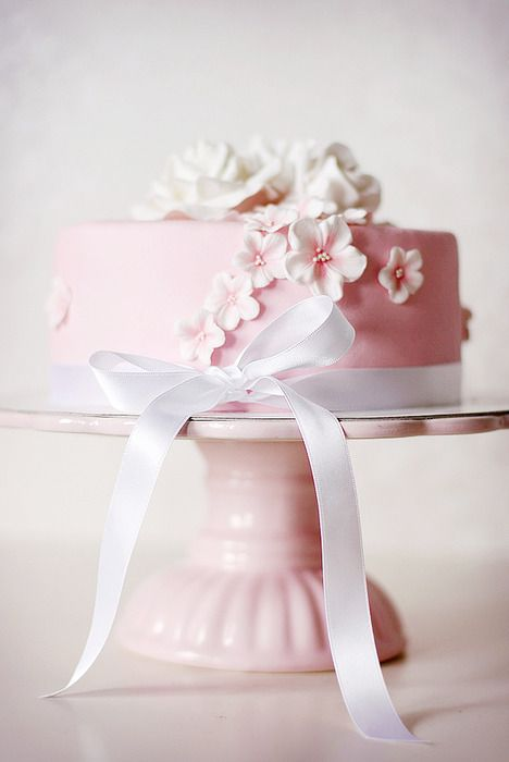 A simple single tier cake for a small wedding or as the centrepiece for a desert table.