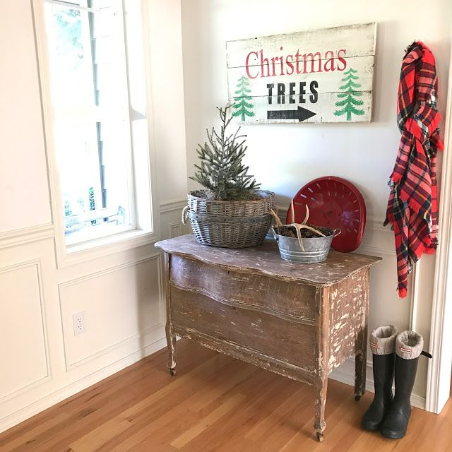 Little Farmstead: Farmhouse Christmas Vignette