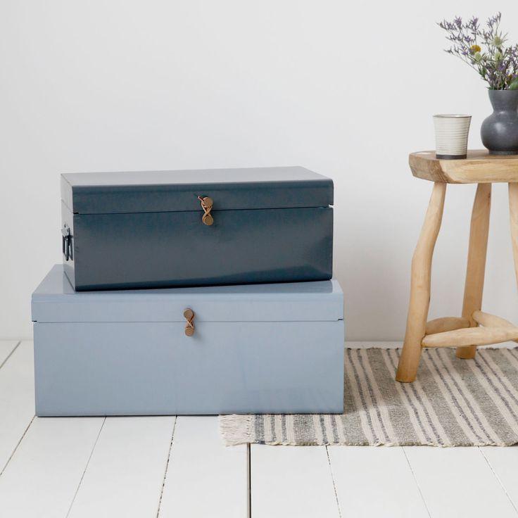 Metal förvaringslådor från House Doctor. Två rektangulära lådor i olika storlekar med fint mönster o...