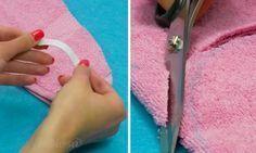 Elle coud un élastique sur une serviette qu'elle a pliée en 2! J'ai fait comme elle et je ne peux plus m'en passer!