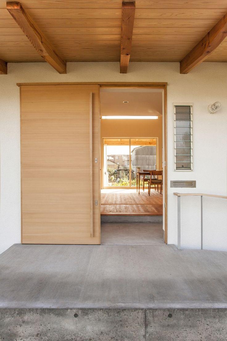 引き戸の玄関(江南の住宅)- 玄関事例                                                                                                                                                                                 もっと見る