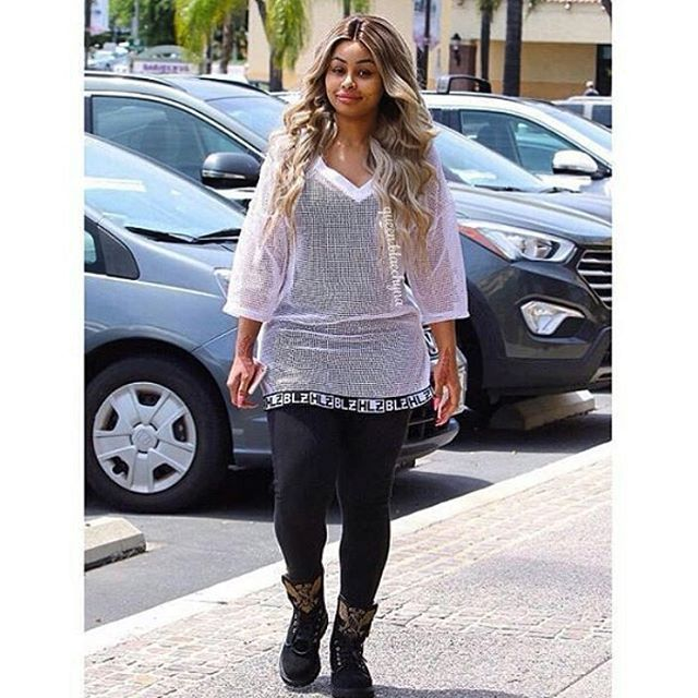 WEBSTA @ robkardashianworld - Look at her style 😍😍#Robkardashian #Rob #kardashian #kylie #tagblender #doubletap #kardashian #taylorswift #justinbieber #likeforlike #coachella2016 #demilovato #gainpost #l4l #ladygaga #formationworldtour #superbowl #formationtour #lemonade #beyoncecarter #jayz #formation #blueivy #beyoncefan #followback