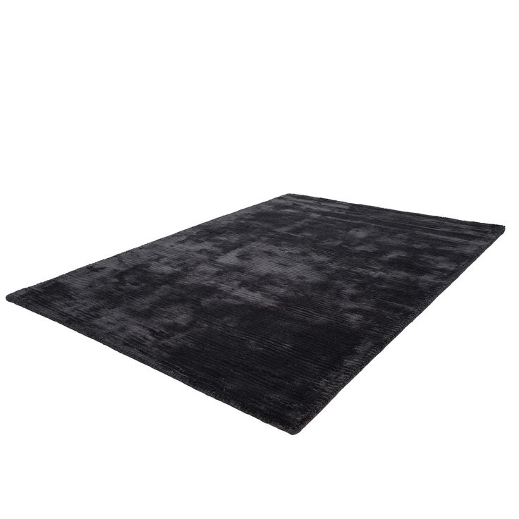 This handmade designer Beluga rug will ensure comfort as well as luxurious style. So, what are you waiting for? #designerrugs #largerugs #plainrugs #blackrugs #plainblackrugs #viscoserugs