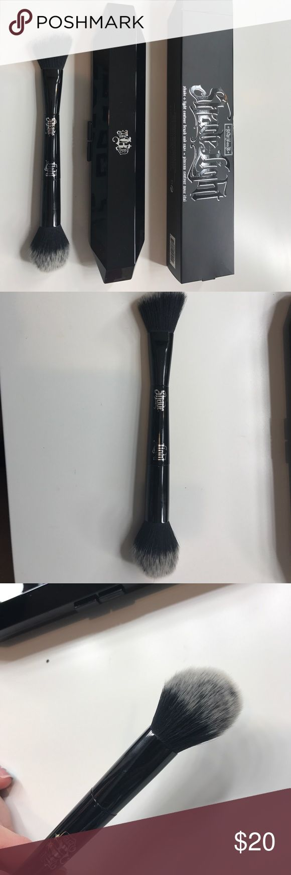Kat Von D Shade &a Light Contouring brush Used for awhile but stopped getting use. It is deep cleaned with alcohol and the box is included. Kat Von D Makeup Brushes & Tools