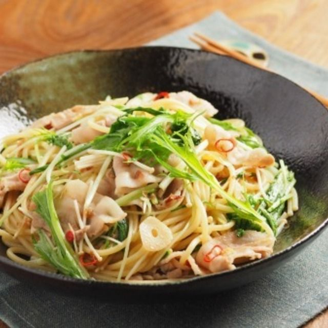 豚ばら肉と水菜のぽん酢パスタ 、 豚ばら肉の旨味をぽん酢しょう油であっさり美味しく!