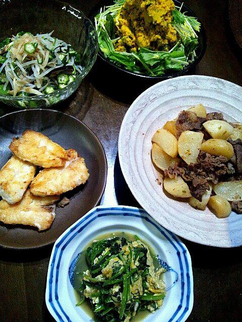 これでもかの怒濤の料理作りました! - 6件のもぐもぐ - カレイのムニエル。蕪と牛肉の煮物(みまから入り)。卵ホウレン草。茄子、韮、もやし、オクラの茹でサラダ自家製生姜漬けドレッシング。カボチャ、胡瓜、セロリ、水菜のマヨネーズサラダ。 by mamipitschi