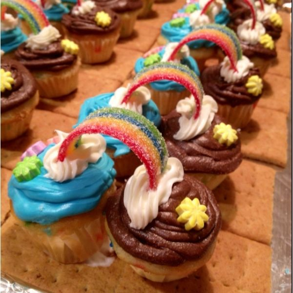 "Cupcakes - "" bridging"" from Daisy Scouts to Brownie girl scout. Use airheads extreme candy for rainbow by louise"