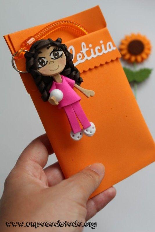 www.unpocodetodo.org - Salvabolsillos de Maria, Leticia, Rita y Ana - Salvabolsillos - Broches - Goma eva - crafts - custom - customized - enfermera - enfermeria - foami - foamy - manualidades - nurse - personalizado - portabolis - 2