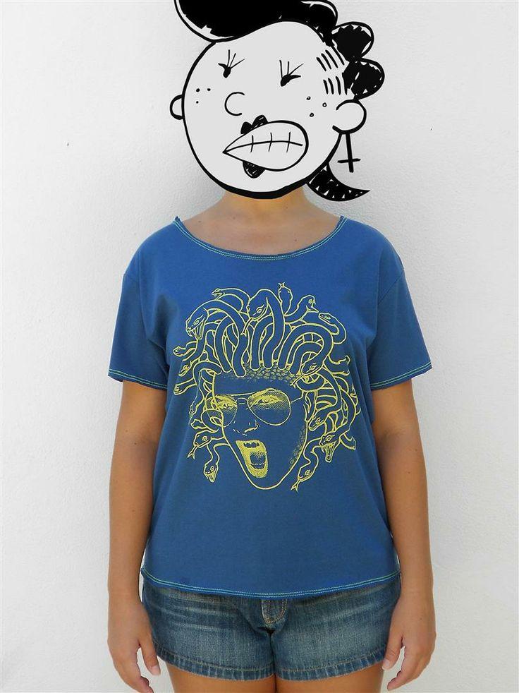 http://www.agentestampa.iluria.com  -Estampa 'MEDUSA' -Camiseta feminina -Tamanho ÚNICO -Modelagem 't-shirt básica' -Decote careca -Composição do tecido: 100% algodão -Aparência do tecido: liso
