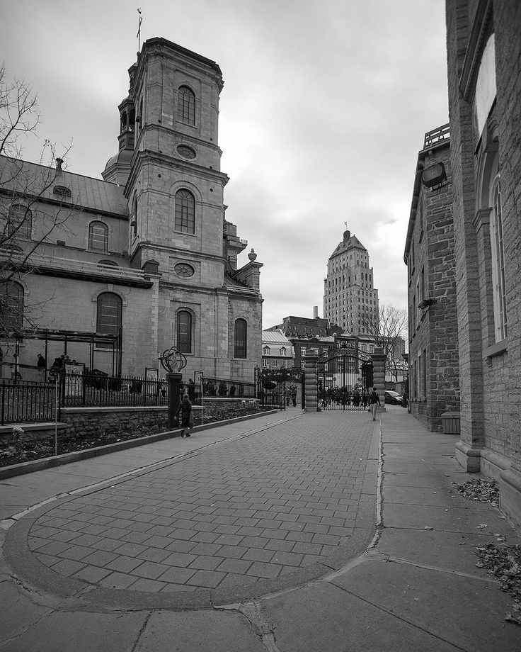 Another point of view of Old Québec. In the foreground we see The Notre-Dame of Québec and in the background the historic Price building. / Un autre Angle du vieux québec à l'avant plan la cathédrale Notre-Dame de Québec et à l'arrière plan l'édifice Price. - @aberdeja