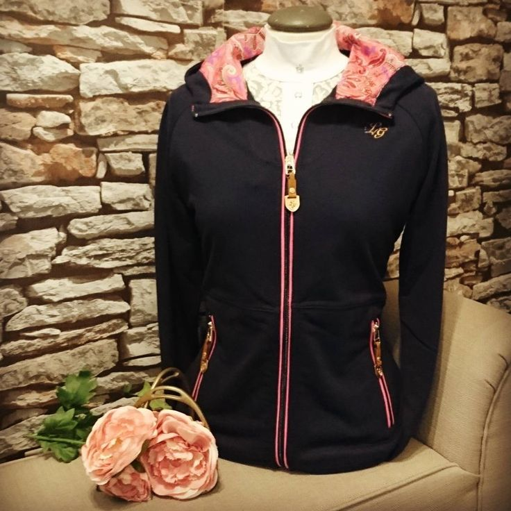 We are super impressed with this gorgeous Lauria Garrelli Hoodie with paisley print hood. Its so snugly and warm, perfect as an extra layer in winter! | Lofthouse Equestrian | Horse riding Jacket |