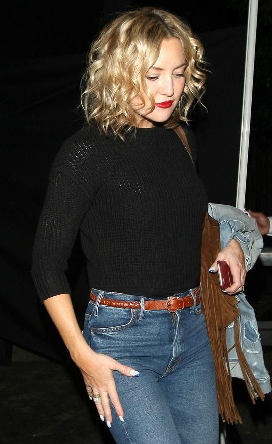 That curly blond bob! Those classic red lips! We love, love, love this beauty look from Kate Hudson.