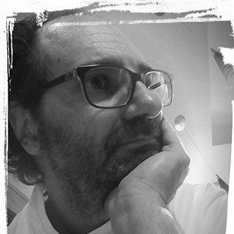 MILLELUCI. Contrà Rossi 17, Rubbio di Conco - tel. 0424/709433 - labottega@interfree.it/ È già una magia accomodarsi al tavolo, sospesi nella sera in alto sul monte, con il luccichio delle mille luci della pianura ai nostri piedi. Ma non meno magico è immergersi nei sapori di piatti semplici e raffinati, che lo chef Elvis Pilati costruisce sapientemente con i prodotti di stagione, i doni della montagna e un talento innato.