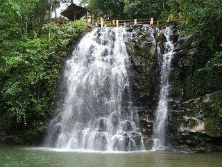 Air Terjun Peukan Biluy merupakan salah satu Objek Wisata Air Terjun yang berlokasi di Kabupaten Aceh Besar, yang mana wisata menarik air terjun peukan biluy ini adalah juga menjadi tempat rekreasi bagi masyarakat setempat. Salah satu sumber aliran wisata menarik air terjun peukan biluy ini adalah hulu sungai Seunong Bate Doeng.