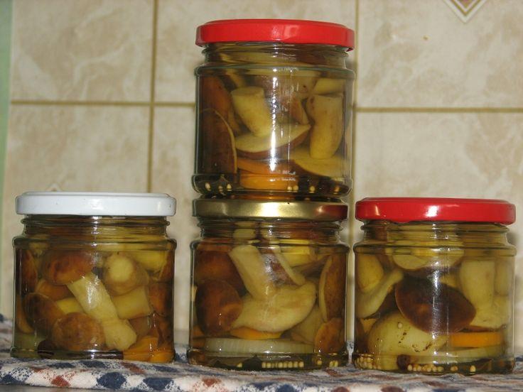 Rozpoczynamy sezon grzybowy! Marynujemy grzyby leśne.   http://www.smaczny.pl/przepis,grzyby_marynowane  #przepisy #przetwory #grzyby
