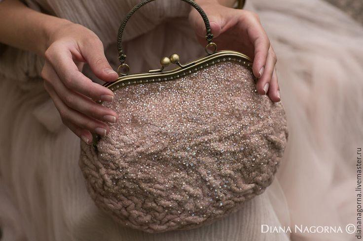 Купить   маленькая  сумочка из мериносовой шерсти и шелка - бледно-розовый, однотонный, театральная сумочка