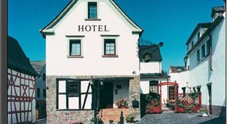 Hotel Restaurant Zur Pfanne Urbar This hotel offers comfortable accommodation and traditional German cuisine in Urbar, just 300 metres from the banks of the Rhine and around 4 kilometres from Koblenz.