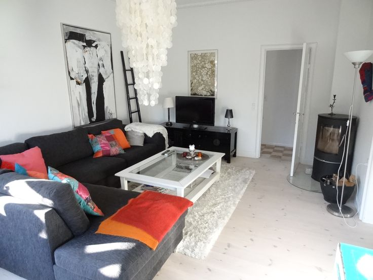 Stylish and wellkept house in quiet suburb Valby. Large upstairs bedroom with own terrace and 2 terraces with direct access from lounge and kitchen. Available from December 2013 - 30 June 2014