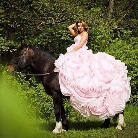 Instagram media by rostovhorse - Сказочные фотосессии для прннцев и принцес) Весна пора цветов и конных прогулок 241-25-28. #фитнес #активныиобразжизни #ростовнадону #ростовчанки #спорт #лошадиростов #лошадь #horse #отдых #фотослошадьми #Фото #лошадь #прокат #конюшня #конныепрогулкиростов #фотосессия #модели #дети #ботаническиисадюфу #кони #активныигражданин #свадьбавростове #женихневеста #свадьба #невеста #предложение_руки_и_сердца