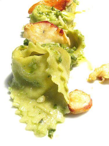 Pasta al pistacchio con ricotta, astice e pesto by ombra nel portico, via Flickr