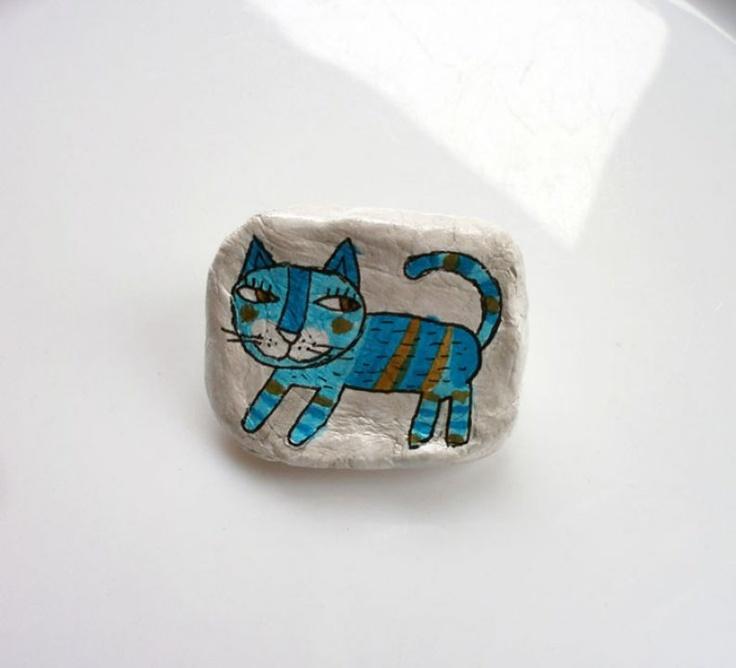 Csíkos cica kitűző by http://www.breslo.hu/Fanyuvaszto/shop