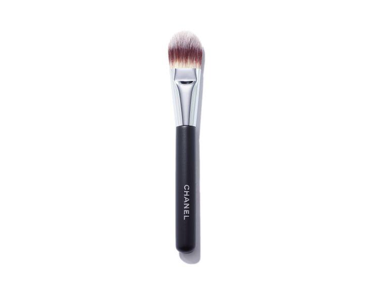 CHANEL Pinceau Fond De Teint Foundation Brush #6 | @violetgrey