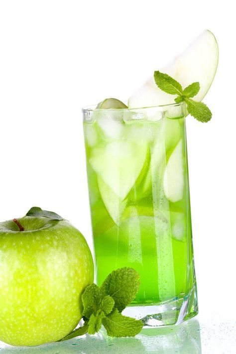 La base ? Le Mojito. La saveur cependant change un peu avec de la pomme. Déclinez le mojito pour étonner vos convives. Plus de recettes de cocktails sur aufeminin