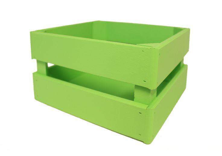 Деревянный ящик зеленого цвета предназначен для цветов и цветочных композиций. Букеты в деревянных ящиках смотрятся стильно и необычно. Такой ящичек подойдет для продажи в цветочных магазинах и отделах с подарками. Изделие окрашено водоэмульсионной краской. Состоит из МДФ, бруса и фанеры. Размер в длину 17,5 см, в ширину 15 см, в высоту 10 см. Все части ящика проклеены и приколочены гвоздиками. Ящик устойчивый и крепкий.