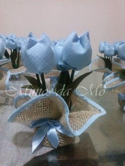Confeccionado em Juta e tulipas de tecido 100% algodão. Cores a sua escolha. Serve para decorar, como centro de mesa ou como lembrancinha para várias ocasiões. Frete via PAC ou SEDEX com desconto!!! R$ 8,00