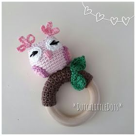 IreneHaakt DutchLittleDots  rammelaar uil uiltje owl Rattle little on a twig tak op een takje houten bijtring ring
