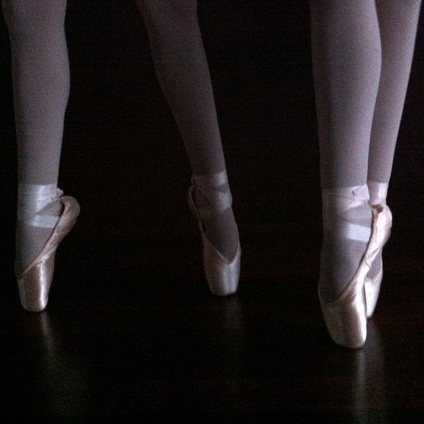 Ballet pointe by Fiona Therese Crosby