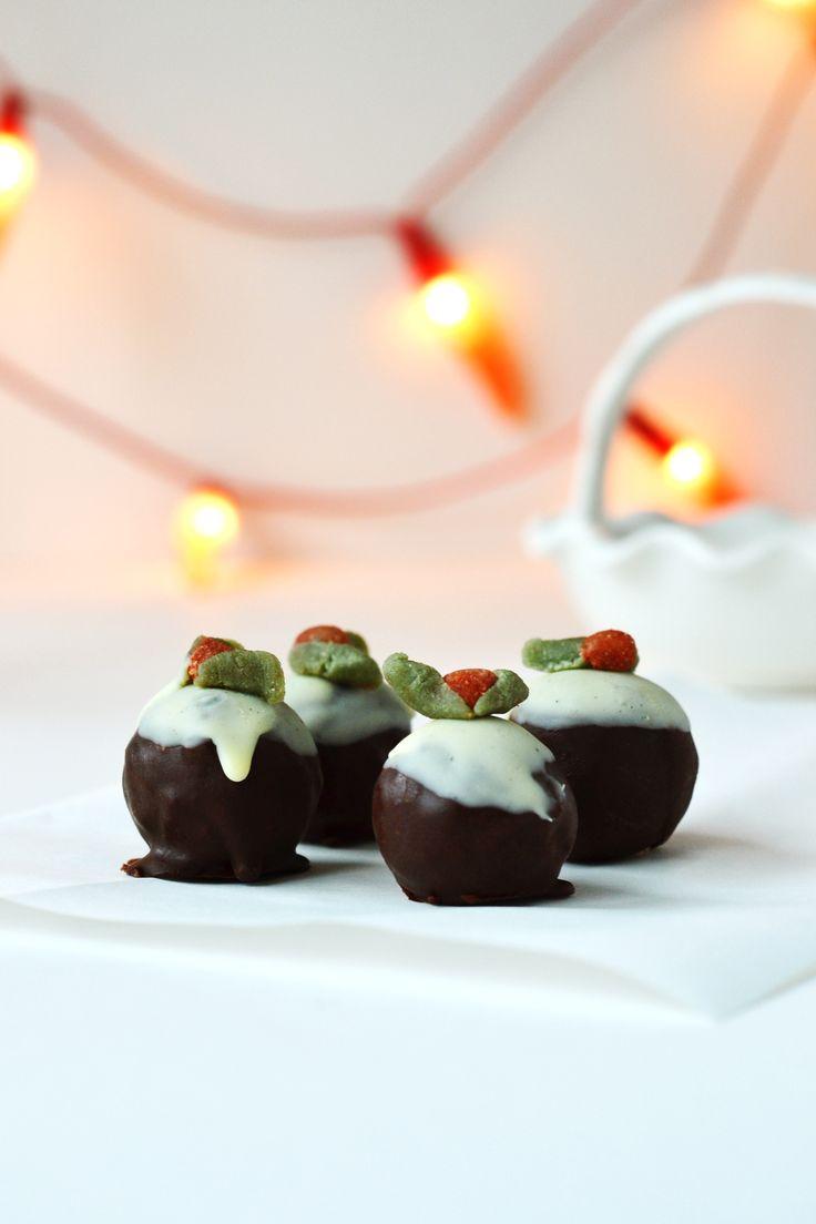 Christmas Pudding Bites ❄ {Raw, Gluten-free, Vegan} - Wallflower Girl