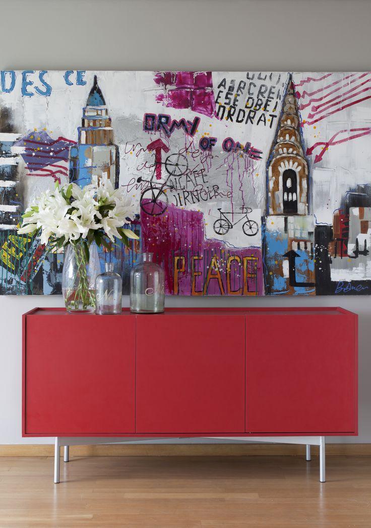 Esse buffet vermelho da Mobly ficou incrível no cantinho da sala de jantar. Com um quadro e alguns vasos o ambiente ganhou um estilo único!