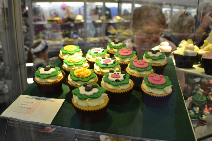 How cute are these cupcakes? Decorated with Royal Show animals!