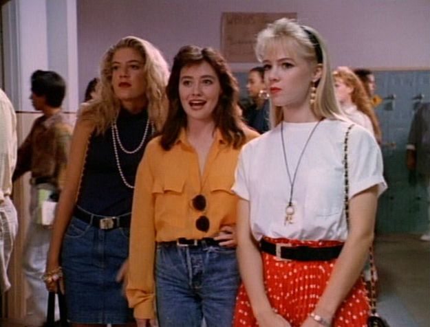 What the girls wore every day to school -- lovin buzzfeed about 90210 fashion!