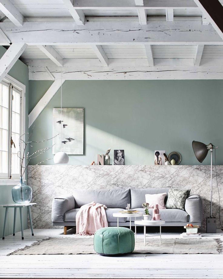Lichte woonkamer in pasteltinten | light living room in pastels | Fotografie Jeroen van der Spek | Styling Cleo Scheulderman | Bron: vtwonen maart 2015