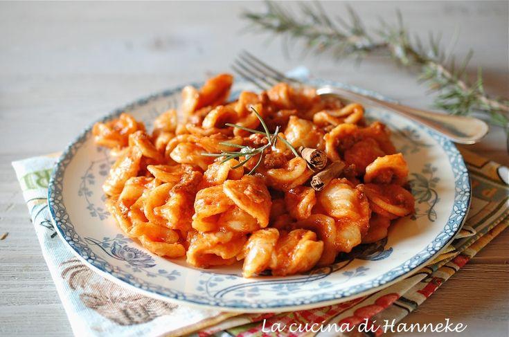 Questo profumatissimo ragù di salsiccia è ottimo per condire la pasta fresca e non dimenticate di condire con un cucchiaino di pecorino grattugiato!