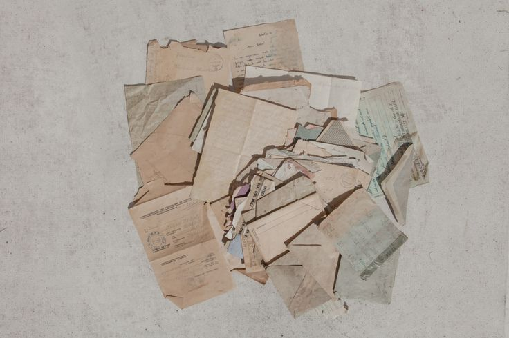 … schrieb mein Großvater in einem Brief, den er 1946 aus der Kriegsgefangenschaft sendete. Mit 17 Jahren war Heiner »alt genug« für die Front, wo er kurze Zeit später durch amerikanische Soldaten in Gefangenschaft geriet. Wie Millionen andere Soldaten musste er viele seiner jungen Jahre hinter Stacheldraht verbringen. Fünf Jahre lang schrieb er Briefe an [...]