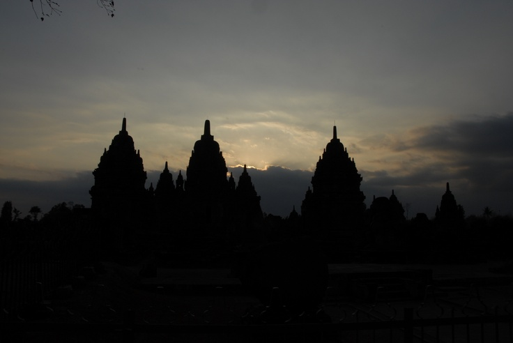 Menjelang senja di kawasan candi Prambanan - Indonesia