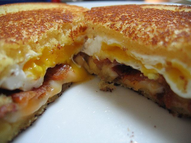 Grilled Cheese Sandwich with Bacon andFriedEgg