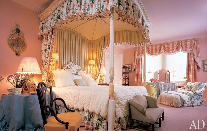 Mario Buatta's Romantic Bedrooms /Architectural Digest- The Georgian 4 poster bed is swathed in fresh & pretty tulip chintz which is also used throughout the room. Soft apricot walls warm the room. Perfection!