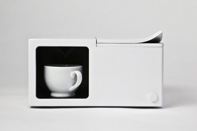 Single Cup Coffee Maker  Korean designer Kay Heekyung Kim introduces this object which is actually surprising coffee for one cup. Visually very successful, this object minimalist design and intuitive is to discover images in the future.