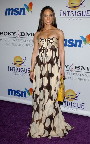 Alicia Keys Evening Dress - Alicia graced the red carpet in a strapless brown-and-tan dress.