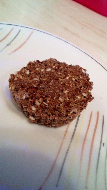 зерновой кекс из отрубей в микроволновке