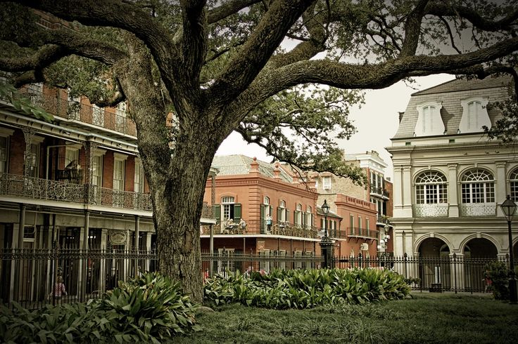 hotels with free parking in new orleans