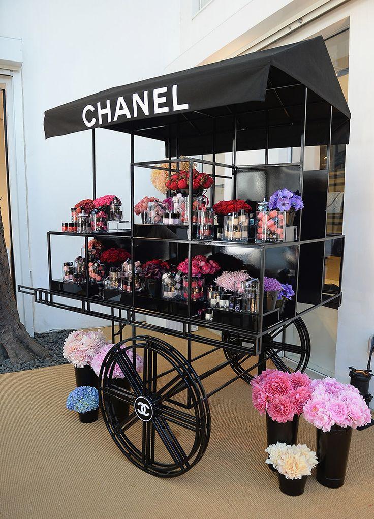 Pop up Shop | Retail Design | flower cart